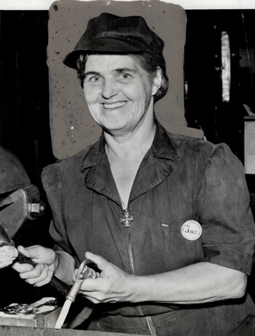 1943 photo of Mrs. Agnes Harper, 51, of Cooksville, at work
