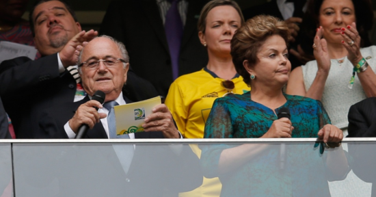 Abucheos contra Dilma