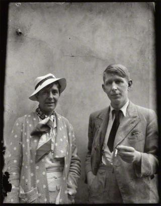 Erika Mann y Auden en 1935 - foto de Alec Bangham (National Portrait Gallery-Londres)