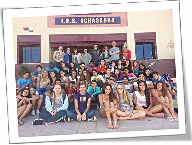 El Comité de estudiantes con los profesores y profesoras que apoyan iniciativas solidarias con la RESF
