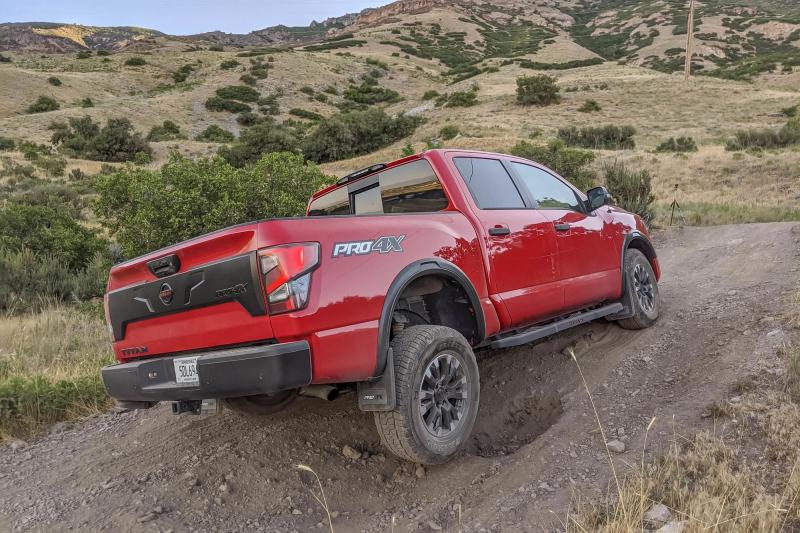2020 Nissan Titan Pro-4X Ascending Hill