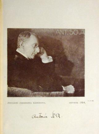 Photograph of Sova with a facsimile of his signature