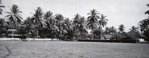 The alun-alun or public square in Banjar.  Photograph by G.F.J. (Georg Friedrich Johannes) Bley, 1925-1933.  Tropenmuseum of the Royal Tropical Institute (KIT).