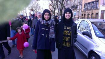 L - Deux filles musulmanes