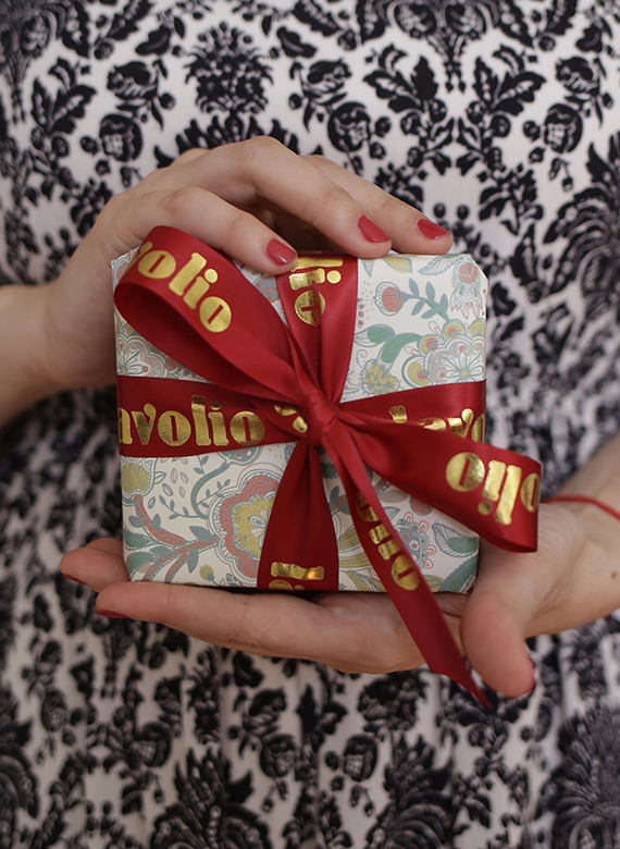 Lavolio-Giftwrap-beautiful-gift-delivered-under-15-luxury-foodie-chocolates-london-next-day-delivery